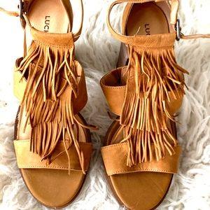 Lucky Brand never worn Leesha suede tan sandals